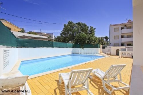 Gemeenschappelijk zwembad bij de appartementen in Carvoeiro, dicht bij het strand