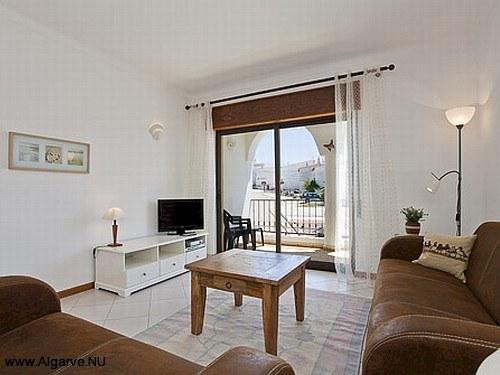 zitkamer en balkon van de woning