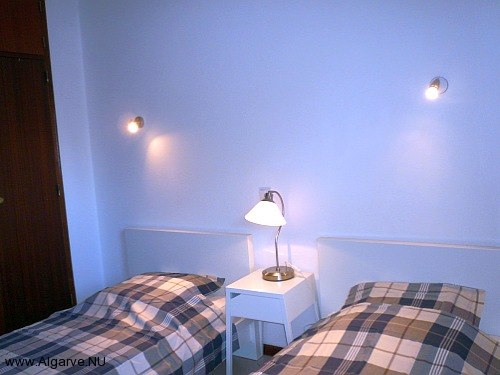 Twee losse bedden in tweede slaapkamer