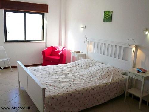 Ouderslaapkamer, zeer ruim met mogelijkheid voor extra bed.