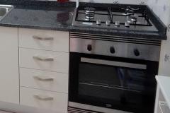 Ruime keuken met wasmachine