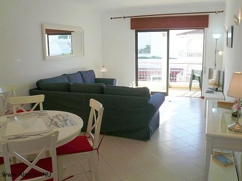 Woonkamer met balkon, vakantieappartement in Carvoeiro